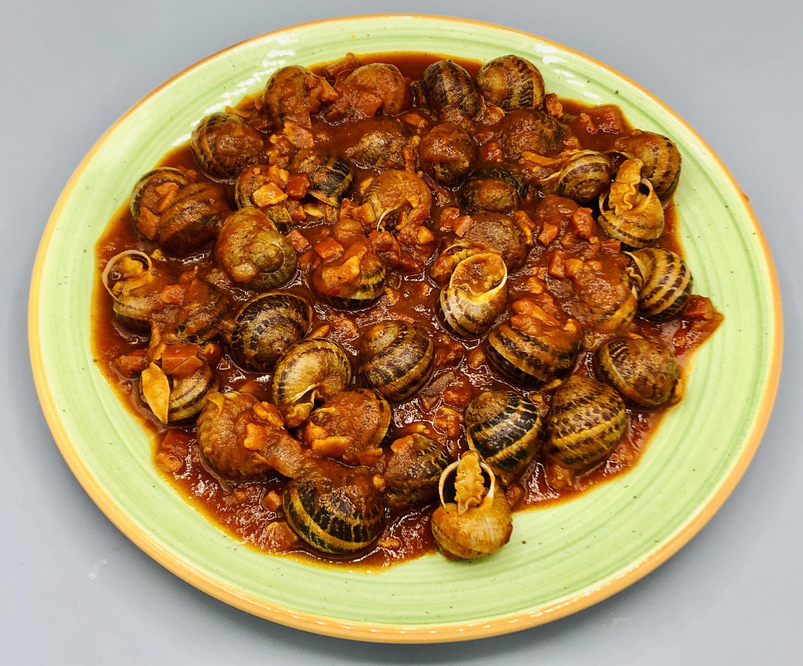 Cazuela de caracoles en salsa vizcaina